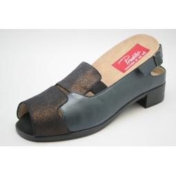 Sandalia ancha y cómoda